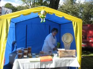 Мёд в этой палатке был особенно ароматен!