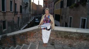 С картой  по Венеции
