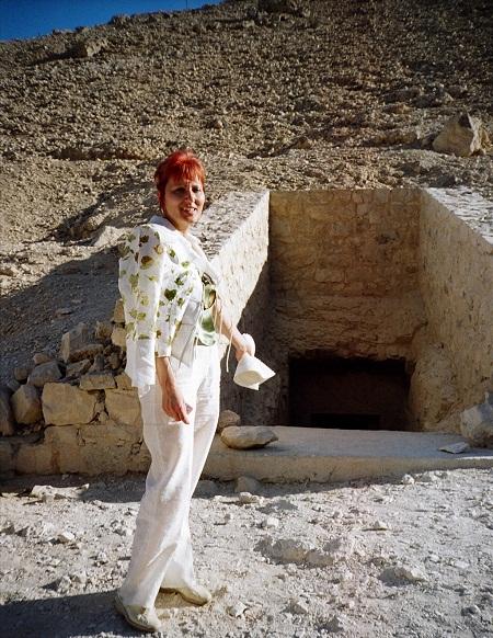 Фотографировать разрешают только вход в гробницу.