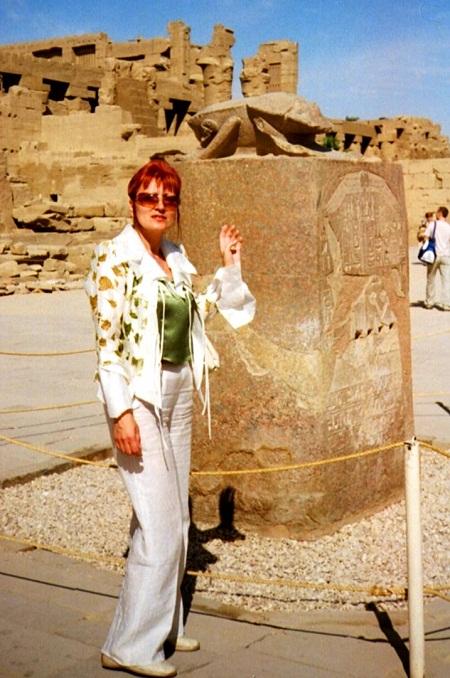 Возле Жука Скарабея загадывают желания (Храм Карнак, Луксор, Египет)