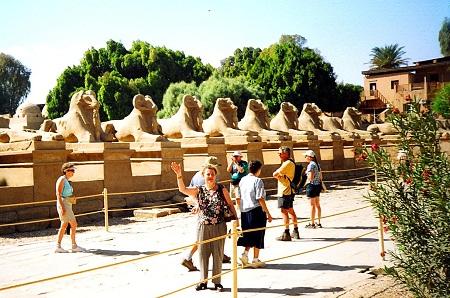 Аллея между храмами Карнак и Луксор (Египет)