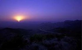 Темнеет в пустыне рано
