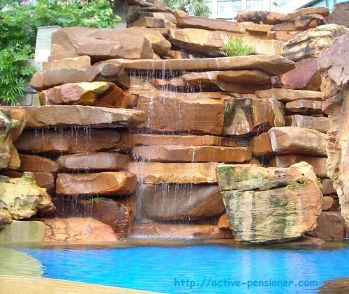 Искусcтвенный водопад (an artificial waterfall)