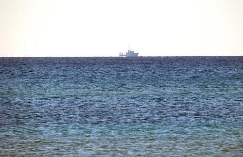 Корабль на горизонте (a ship  on the horizon)