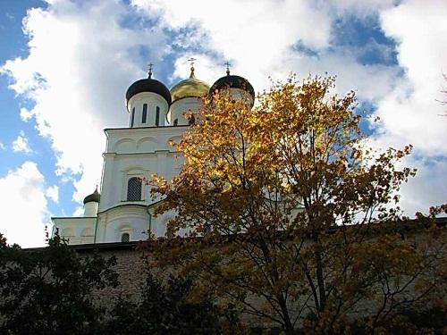 Осень. Псков. Троицкий собор.