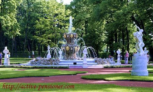 Один из фонтанов Летнего сада (Санкт-Петербург)