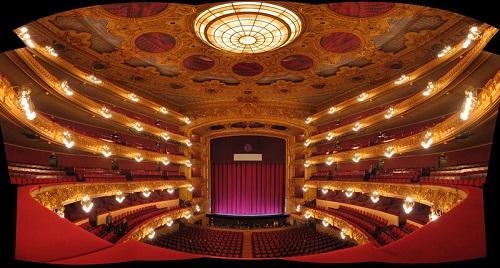 Зрительный зал театра Лусеу (Барселона)