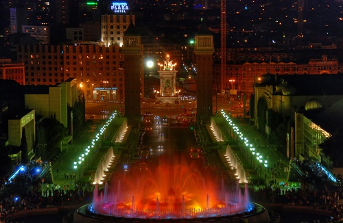 Вид на Волшебный фонтан со стороны Национального Дворца (Монтжуик, Барселона)