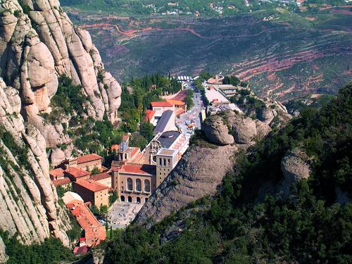 Монастырь (Монтсеррат, Каталония)