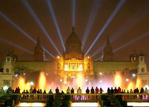 Волшебный фонтан на фоне Национального Дворца (Монтжуик, Барселона)