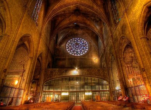 Церковь Санта Мария дель Мар изнутри (Готический квартал, Барселона)